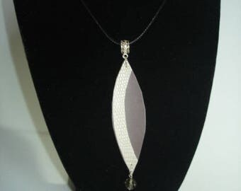 Feather faux leather necklace Pearl