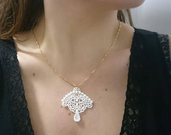 Guipure white lace necklace