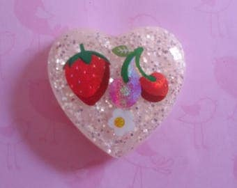 Resin heart magnet