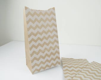 Set of 5 clutch bag with gusset in kraft paper printed with white chevron pattern 10 x 20 x 7 cm for gifts, jewelry.