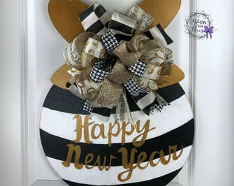 Happy New Years Painted Wooden Ornament Door Hanger, Happy New Years Door Decor, Happy New Years Door Hanger, New Years Party Decor