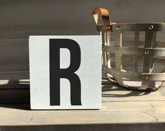 farmhouse-farmhouse sign-initial sign-R sign-initial decor-wood decor-wood sign-self sitting sign-shelf sitter