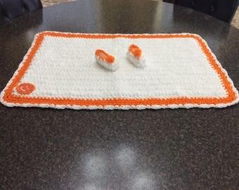 Crochet Baby gift set : slippers and blanket