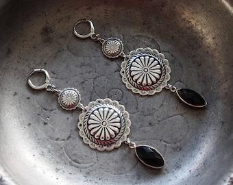 """""""Shield"""" of onyx earrings"""