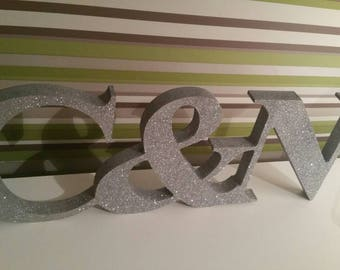 Wooden couple initial decoration