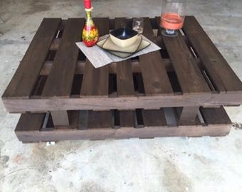 """Rustic """"Stacked"""" Pallet Coffee Table"""