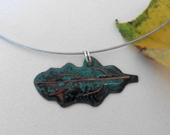 Pendant necklace autumn green and orange opaque enamel, copper wire pattern, leaf Choker stainless steel color.