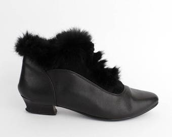 EU 41 - Black leather vintage ankle boots with fur for women - size UK 7 / US 9,5 - 1980s black laced granny winter booties - 80s suede