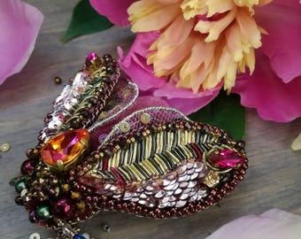 Jewelry hand made. Bijouterie. Imitation Jewelry. Swarovski. Beads. Pickings. Velvet