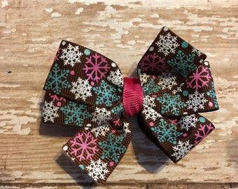 Adorable winter snowflake pinwheel bow