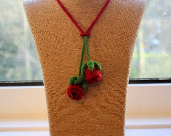 Handmade 'Rose Bud Beauty' Crochet Necklace