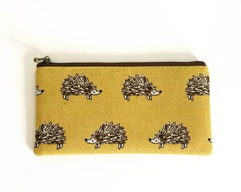 Flat  zipper pouch  - Retro mustard hedgehog