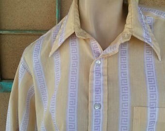 ON SALE Vintage 1970s Mens Shirt Short Sleeves Button Down Mens 40 42