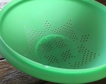 Vintage tupperware mint green colander strainer