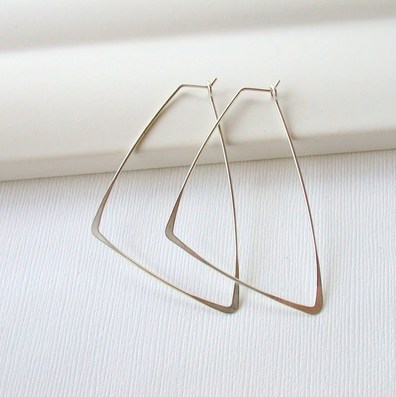 Closed Triangle Hoops