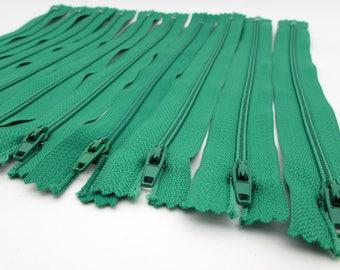 10 Zippers - 9 inch - Grass Green - Kelly Green - destash - Zipper Lot - nylon