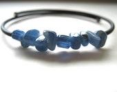 Cyanite Bracelet, Bracelet de cyanite Bule de Pierre brassard, cyanite bleue pierres précieuses main Bracelet Bijoux