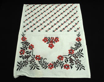Vintage Retro Table Runner With Six Napkins Red Floral Black White Cottage Chic Nostalgia Entertaining Dining Romantic Country Farmhouse