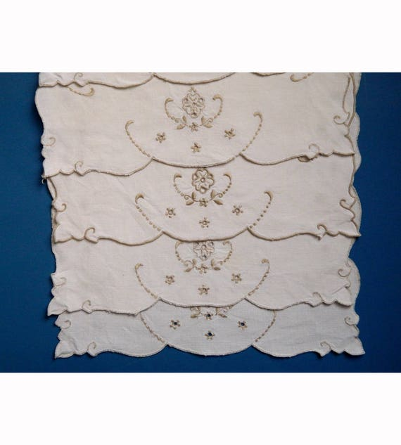 Set of 5 Shapely Vintage Placemats White Linen with Ecru Embroidered Trim