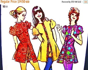 on SALE 25% Off 1970s Dress Pattern Misses size 10 Simplicity Pattern MOD Top with Shorts, Hot Pants Sewing 70s