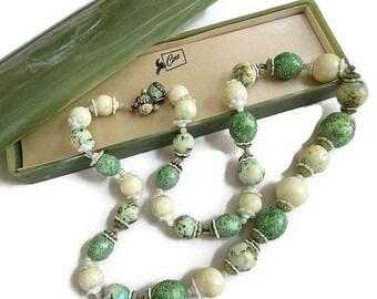 Coro Pegasus Lucite Bead Necklace Cream & Green Sugar Beads with Lucite Case