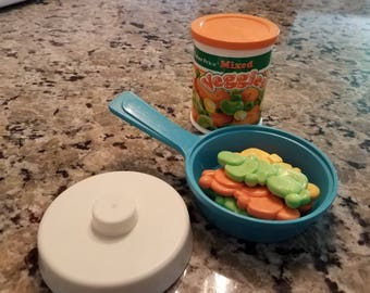 1987 Fisher Price Fun with Food Mixed Veggies and Pan with lid Set