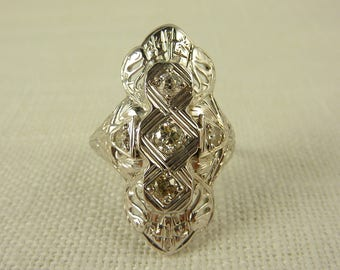 WW) Size 7.5 Antique Art Deco 14K White Gold and Diamond Ring