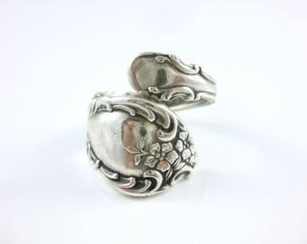 Size 8 Vintage Sterling Silver Heirloom Floral Pattern Spoon Ring Oneida