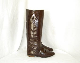 Sz 9m Vintage tall brown patent leather 1980s Women flat Italian made Van Eli riding boots.