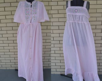 1970s pink peignoir and nightgown set, small vintage robe and nightie, 70s maxi sleepwear