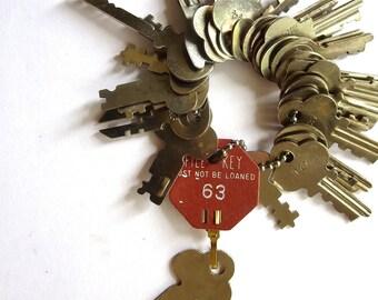 Destash 25 vintage keys Bargain priced keys Vintage key Vintage flat keys Artist supplies Stamping keys Cheap key Lots of keys Bulk keys #26