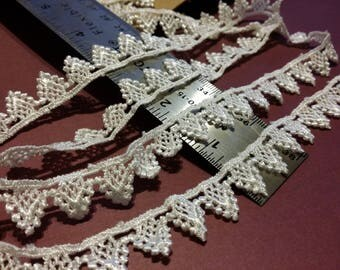 Gorgeous Tiny Bunting Venice Lace - 1 Yard