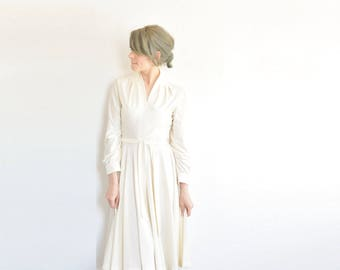 1940 style ivory career woman dress . 1970 long sleeve knee length frock . matching sash .small