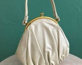 vintage 60' white pearly summer handbag with gold frame