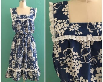 70's blue floral print dress  with eyelet trim ~ small medium