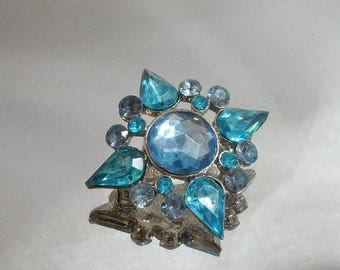 SALE Vintage Rhinestone Brooch. Turquoise Blue and Periwinkle.