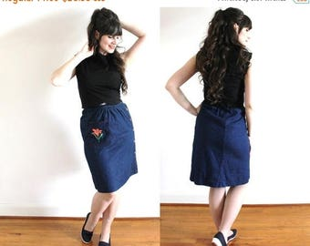 ON SALE 1970s Denim Skirt / 70s 80s High Waist Daylily Embroidered Denim Skirt