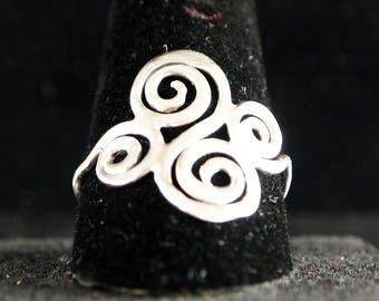 Sterling Silver Scroll ring Size 11