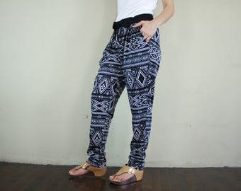 Women Black Graphic Printed Cotton Polyester Jersey Straight Pants With 2 Pockets And Elastic Waist Band