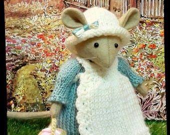 Mrs. Toadflax mouse...so sweet!