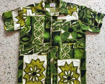 1950's Hawaiian Shirt / Barkcloth Green Tiki Shirt / Novelty Printed Hawaii Shirt / Button Up shirt / Cotton Shirt / Green and Pink