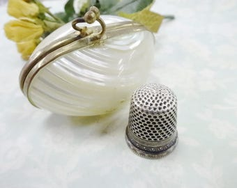 Vintage Shell Seashell Thimble Case Holder Box With Beautiful Size 7 Sewing Quilting Thimble
