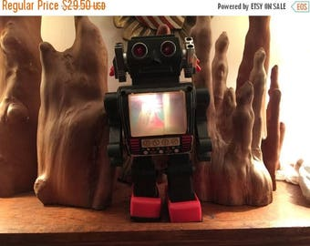 SALE - Vintage 1970's Metal Battery Operated Space Robot Toy - Partially works