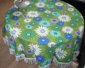 Vintage Daisy Round Tablecloth 47 inches Fringed