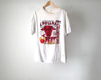 vintage 90s CHICAGO BULLS 3 peat nba michael jordan T-shirt 91, 92, and 93 world champs red t-shirt