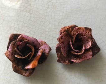2 Vintage patina rusted Roses, metal roses,rose lamp part,metal roses for crown,rose crown,metal flowers,pink