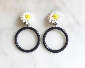 Vintage 60s MOD Daisy Hoop Earrings Flower Jewelry