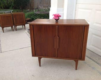 MID CENTURY MODERN Chest of Drawers / Edmond Spence Style Chest / Accordian Doors Chest of Drawers / Ponti style Eames Era Retro Daisy Girl
