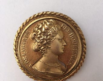 Coin Brooch 1970s Gold Tone Round Pin