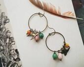 Boucles d'oreilles oiseau, oiseau perlé boucles d'oreilles, colorés, Boho boucles d'oreilles pour les femmes, en laiton Vintage inspiré Hoop et boucles d'oreilles perles